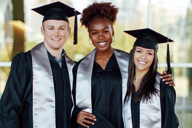 Grad-guide-overview-hs-grad-ceremony-default-section-2.jpg